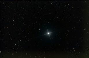 Deneb - blauer veränderlicher Stern im Sternbild Schwan - 03.12.2015